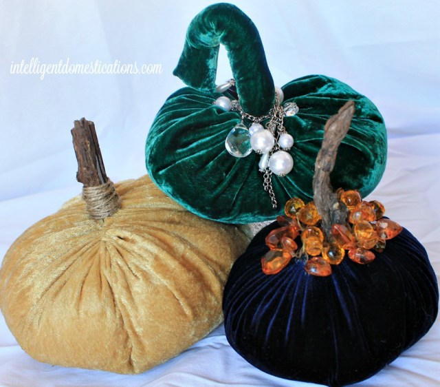 How to hand sew velvet pumpkins. You can make a few of these fabric pumpkins for your Fall decor in a matter of minutes. Most of my fabric was thrifted. #fabricpumpkins #Falldecor #handsewn