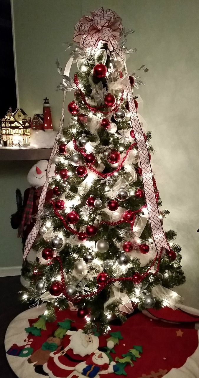 Christmas Home Tour 2015. Red & White Theme Tree.intelligentdomestications.com