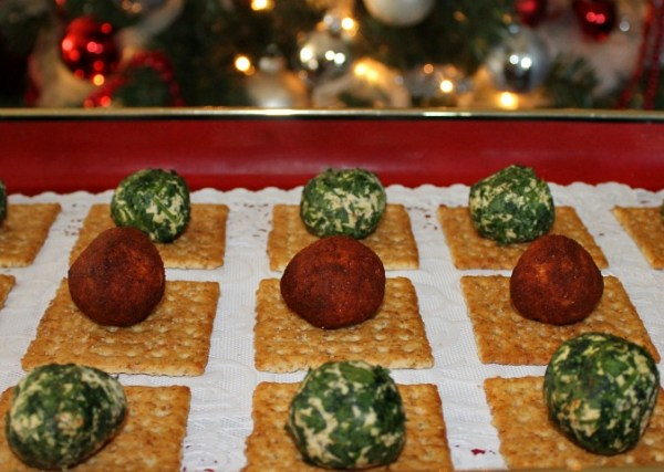 Two Bite Cheese Balls for Holiday Celebrations.intelligentdomestications.com