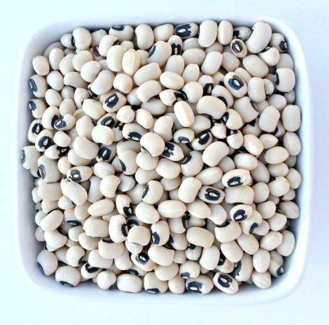dried black eye peas in a small bowl