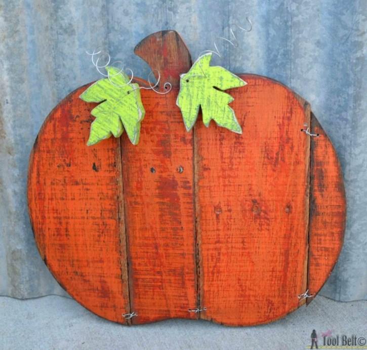 rustic-pallet-pumpkin-her-tool-belt