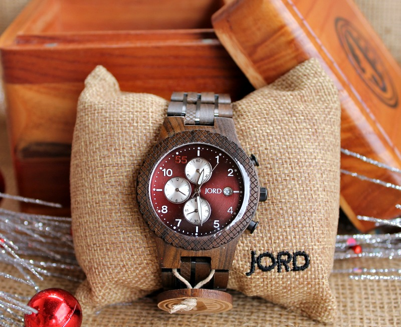 has-someone-on-your-list-been-really-good-this-year-grab-our-discount-on-a-jord-wood-watch-and-surprise-them-on-christmas-morning-intelligentdomestications-com