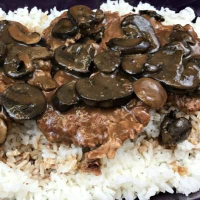 Crockpot Cube Steak & Mushroom Gravy
