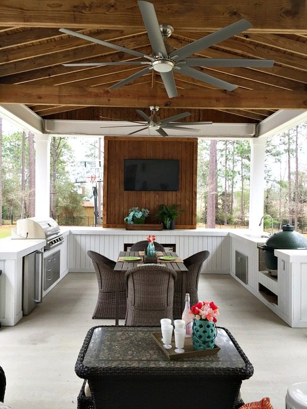 Outdoor-Kitchen-and-Entertaining-Space-at-Refresh-Restyle