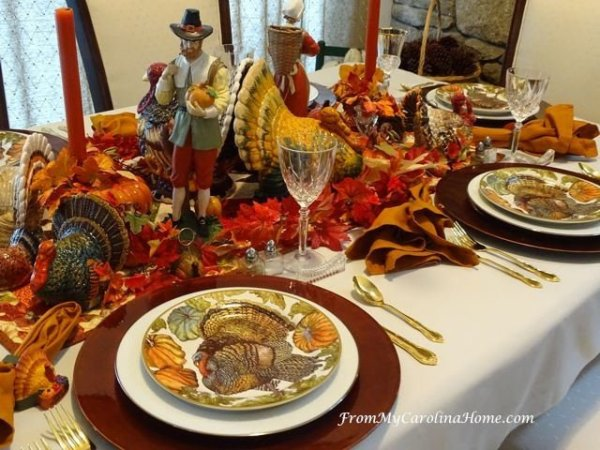 How to set a pretty table for Thanksgiving without breaking the budget. Merry Monday Features