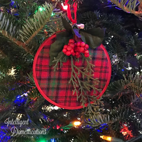 Make your own Red Plaid Embroidery Hoop Ornament. Plaid thrifted gown upcycle. DIY Plaid Christmas tree ornamen