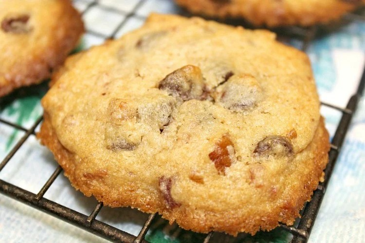 Bacon Pecan Chocolate Chip Cookie recipes. Only six ingredients beginning with a packaged mix. Add your own ingredients and enjoy the sweet and salty flavor of these cookies