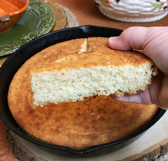 Southern Cornbread Recipe. Sweet Southern Cornbread easy recipe. How to make delicious Iron Skillet Cornbread. #cornbread