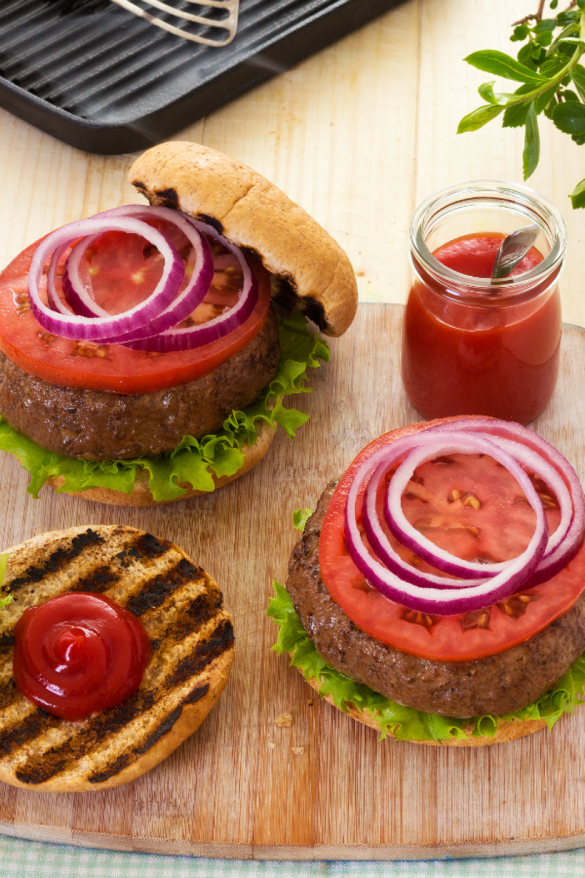 grilled burgers with tomatoes on buns