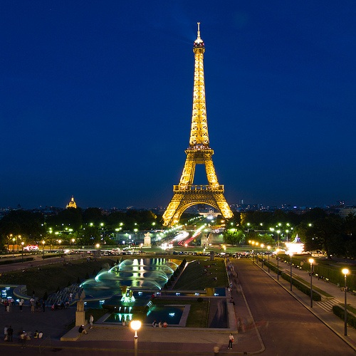 "The image ""https://i2.wp.com/intelligenttravel.typepad.com/photos/uncategorized/2008/01/28/paris_at_night.jpg"" cannot be displayed, because it contains errors."