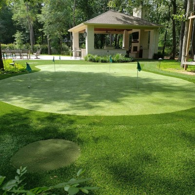 backyard putting green designers