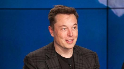 "Elon Musk Pokes Fun at Apple About ""awetoekreqt"", Again"