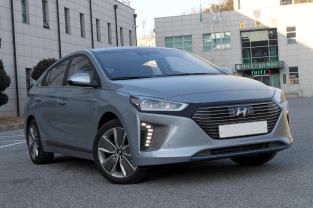 Ioniq_front_side_view