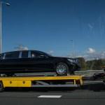 輸送中のメルセデス・ベンツ・マイバッハS600プルマン「ガード」が目撃。世界で最も安全な車