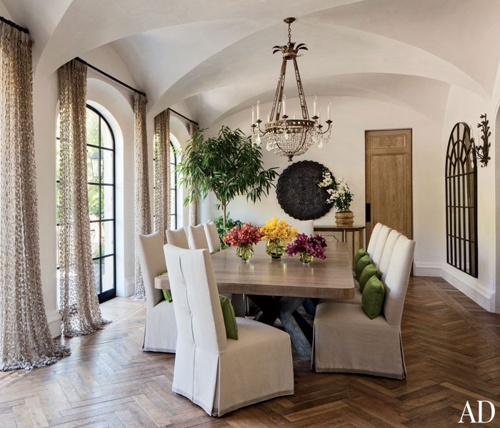 GISELE BÜNDCHEN AND TOM BRADY'S LOS ANGELES HOME.  Photography by Roger Davies