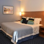 Before After: Hotel Guest Room, with White Januarys COM