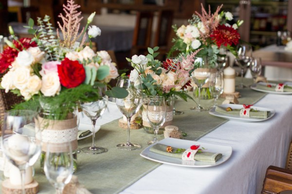 Set the table in a simple and fun diy rustic style