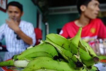 Sweet green bananas and tea