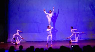 Acrobatic troupe
