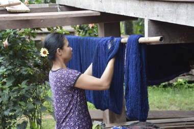 Dying the thread with indigo