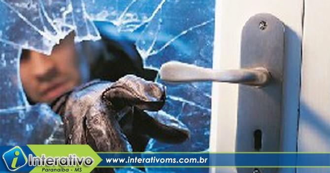 Câmera de segurança flagra arrombamento de casa em Paranaíba