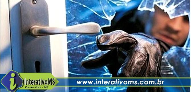 Ladrão arromba concertina e furta casa enquanto morador dormia no centro de Paranaíba