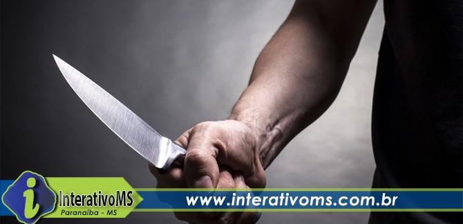 Homem tenta matar primo a facadas