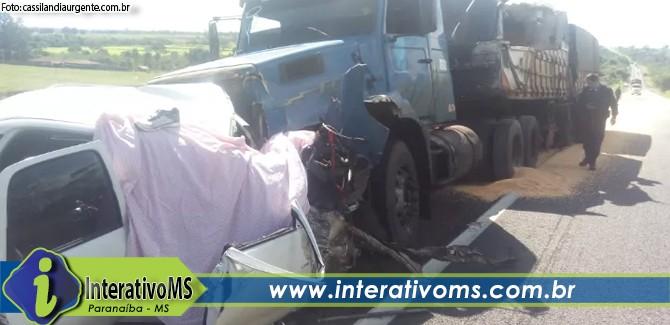 Acidente com duas carretas e um carro tira a vida de homem na BR 158