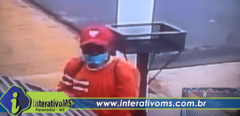 Conhece ele? Câmeras flagram homem furtando bicicleta