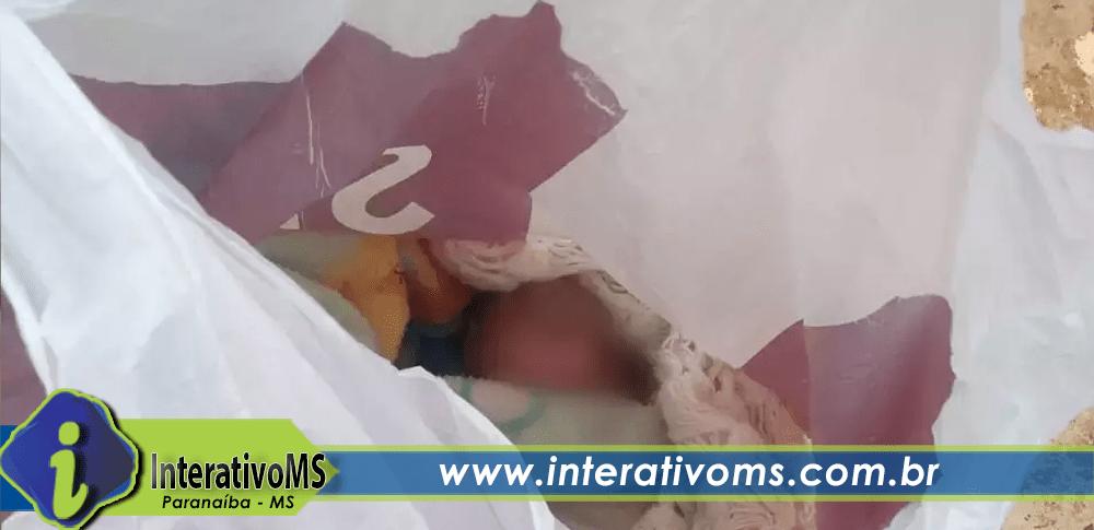 Bebê de 2 dias é achado dentro de sacola