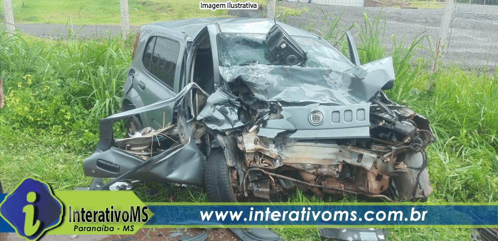 Adolescente de 17 anos morre depois de carro bater de frente contra camionete