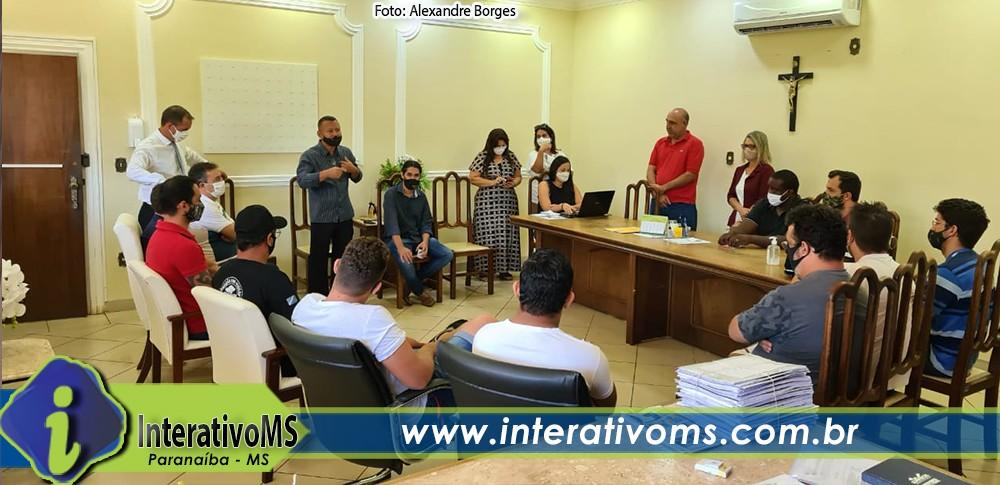 Vigias e vereadores cobram pagamento parte do salário atrasado pela Prefeitura de Paranaíba