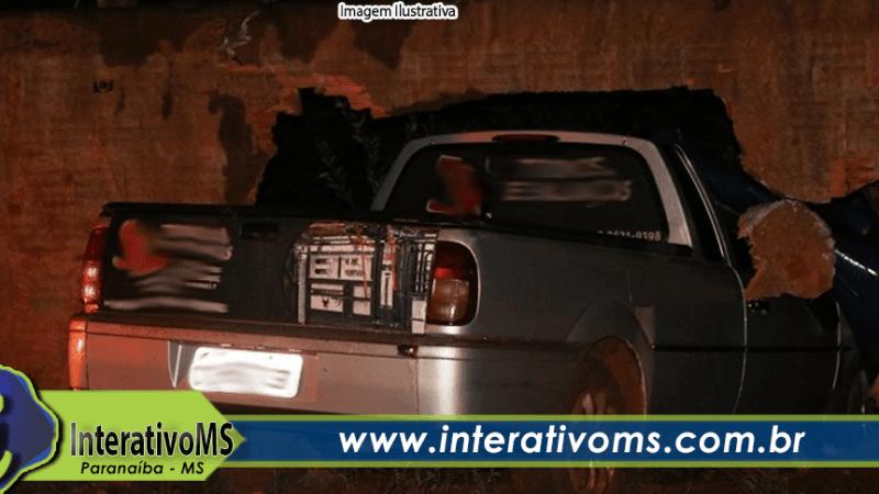 Motorista foge após bater em muro de casa no Santo Antônio