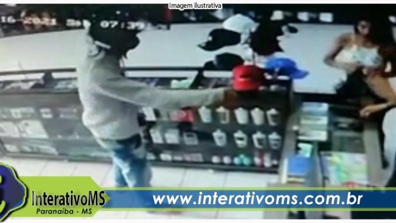 Loja de celulares foi assaltada na manhã deste sábado no Santo Antônio