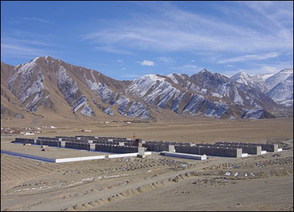 The re-settled village of Ne'u near Lhasa. Photo : International Campaign for Tibet