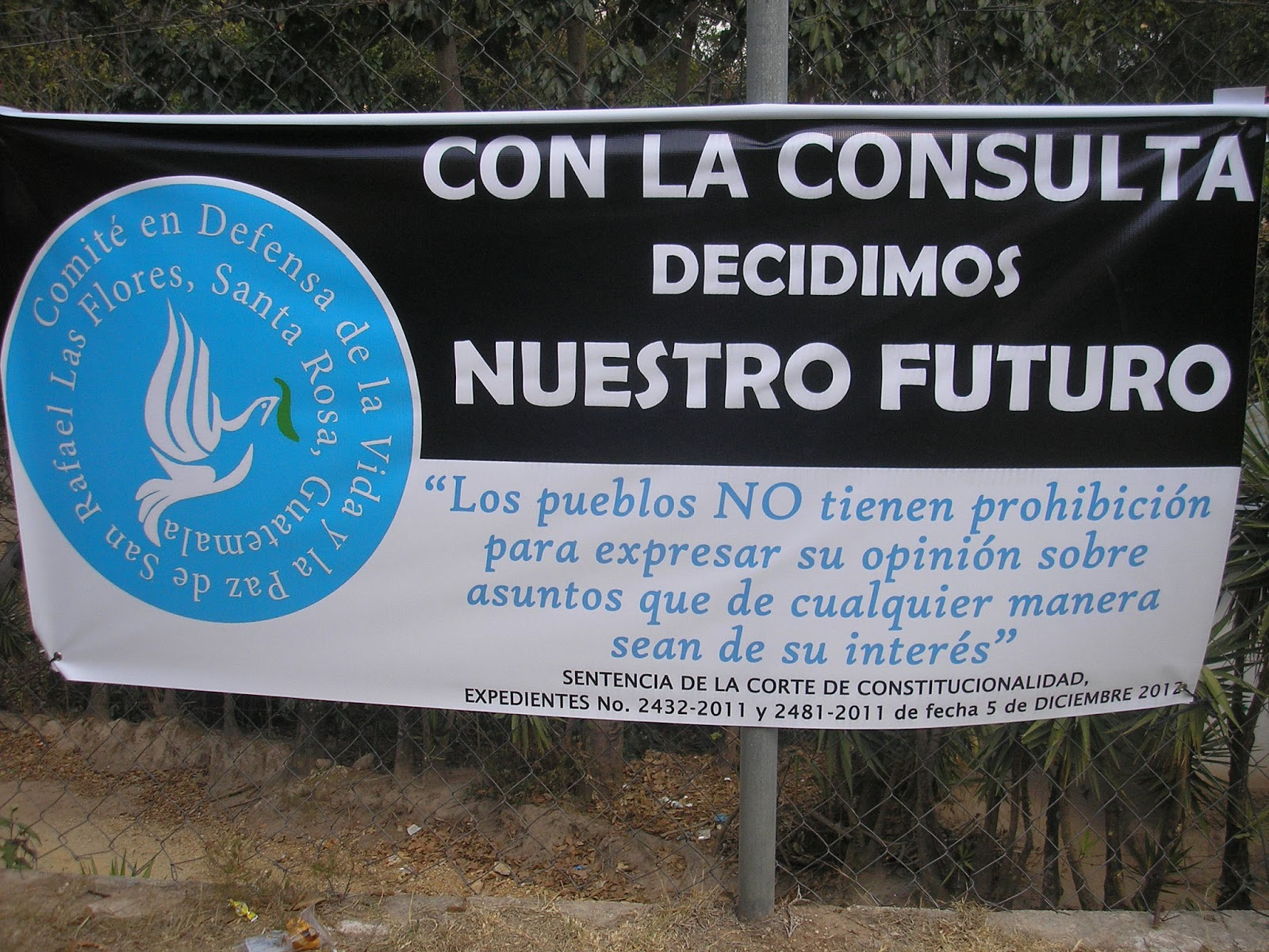 """With the referedum we decide our future"" Banner of the Committee in Defense of Life and Peace (Photo: NISGUA)"