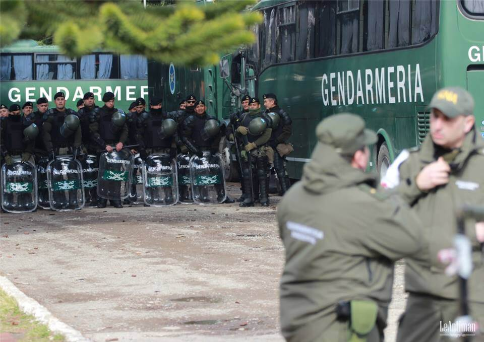 The heavy police presence on the streets of Esquel during the trial of Facundo Huala. Photo by Red de Apoyo Comunidades en Conflicto MAP