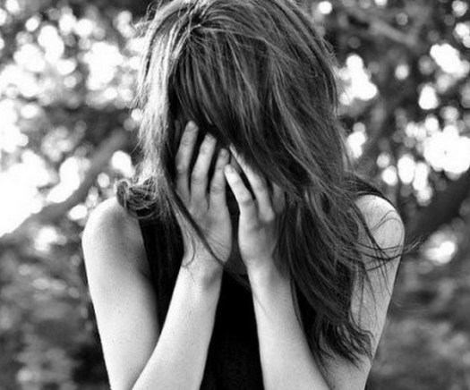 crying-sad-alone-girl-hand-on-face-7356