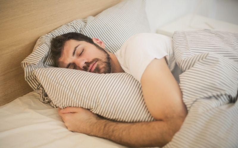 duerme suficiente para fortalecer el sistema inmunológico