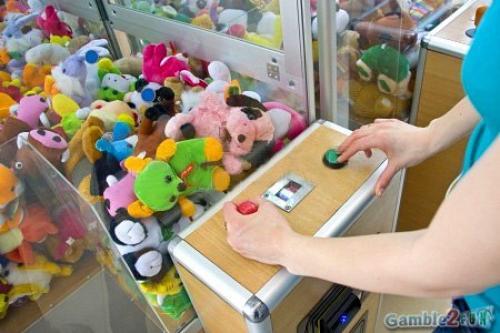 Как выиграть В автомате с игрушками если она падает. Gamble 2 Fun - игровые автоматы 6 советов, которые помогут выиграть мягкую игрушку в автомате