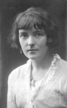 A Short Analysis of Katherine Mansfield's 'The Garden Party' - Interesting Literature