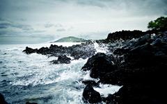 High-resolution desktop wallpaper Violent Crashing Waves by michaelmjc