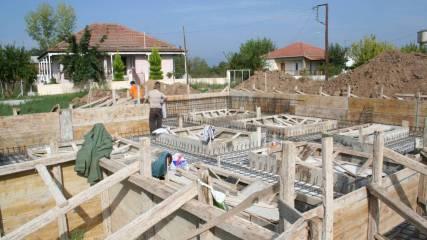 Εκσκαφή για την κατασκευή της μπετοκατασκευής – Στάδιο Καλουπώματος –Σιδερώματος και  θεμελιακής γείωσης