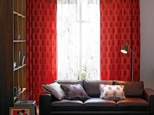 赤色のカーテン