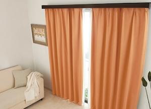 オレンジのカーテン