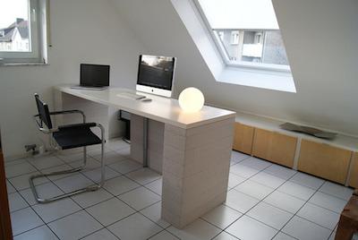 Macがあるおしゃれな机の周り画像13