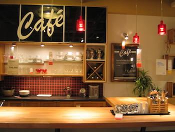 レトロな雰囲気がおしゃれなカフェ風キッチンの画像