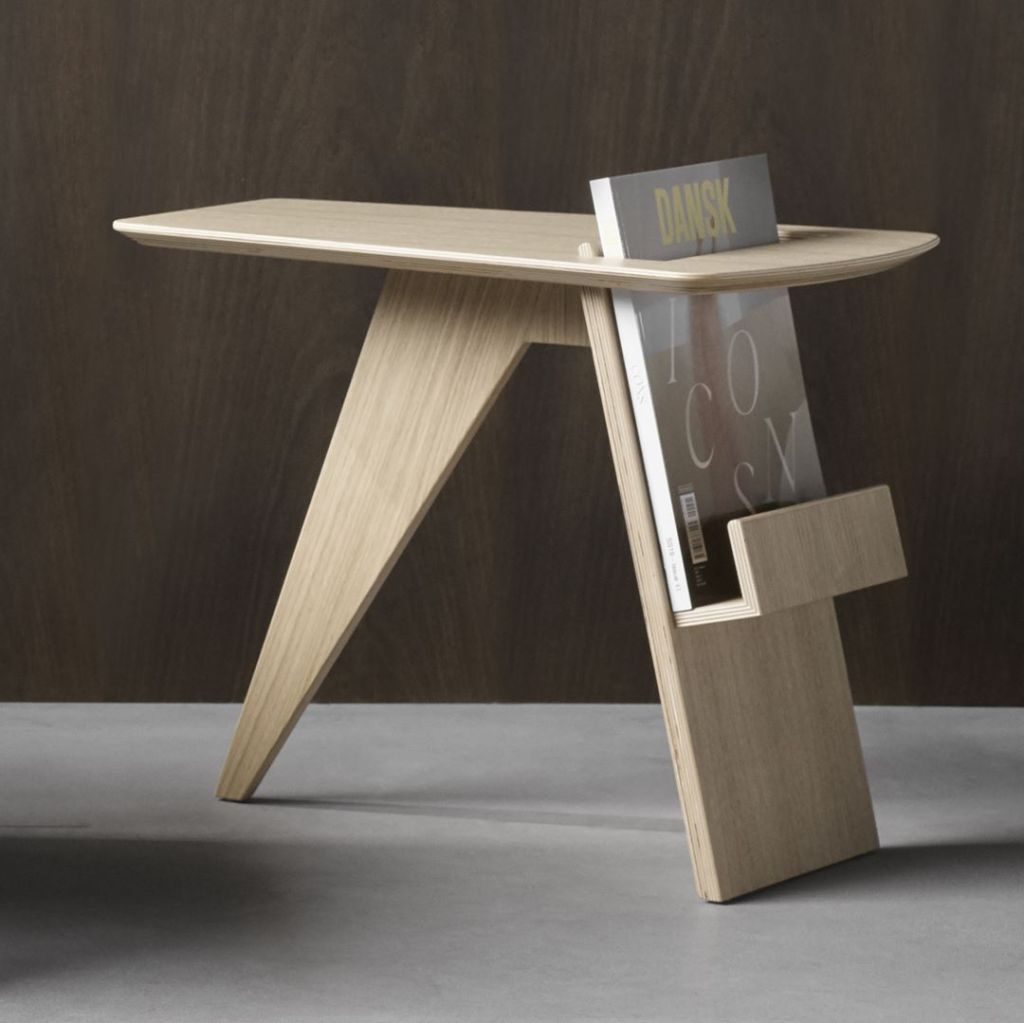 A Minimalist Side Table Equipped With A Small Magazine Rack Fredericia Magazine Table Design By Jens Risom In 1949 Interior 3000
