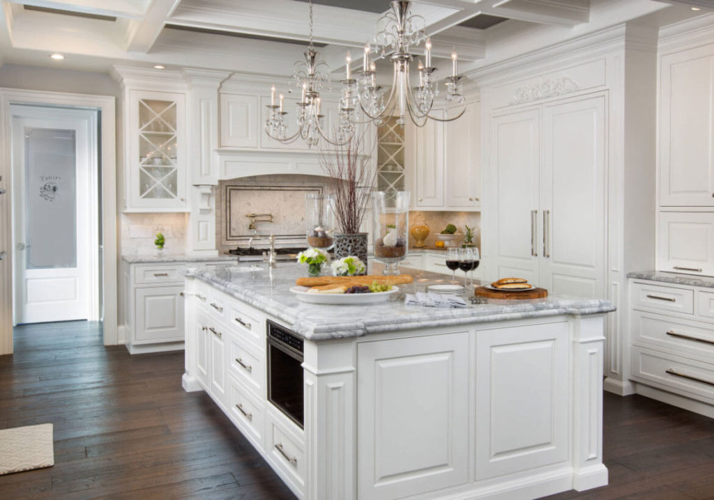 Beautiful White Kitchen Cabinets Ideas To Enlight Your Kitchen
