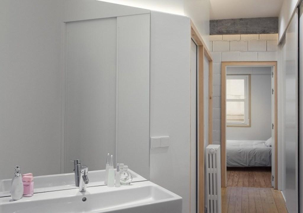interior kamar mandi apartemen